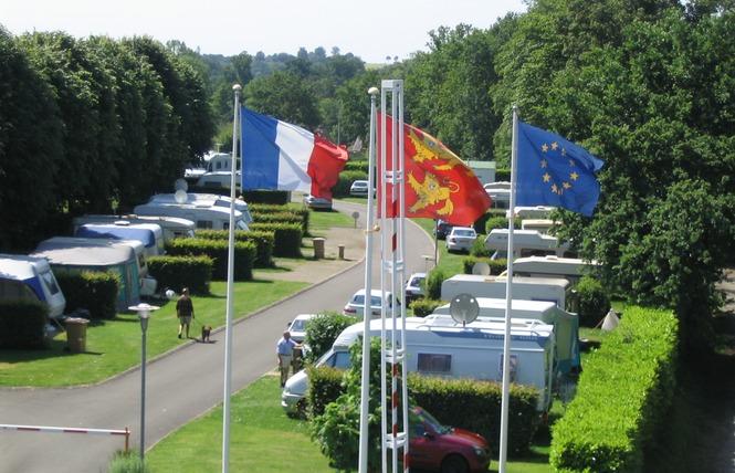 Stationnement Camping-Cars (Camping de la Vée) 1 - Bagnoles-de-l'Orne