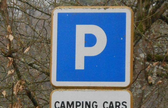Stationnement Camping-Cars (Vieux Moulin) 1 - Bagnoles-de-l'Orne